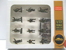 Modelcollect 1/72 Russian Modern Crew & Soldier Set w/Weapons Set -Green AS72077