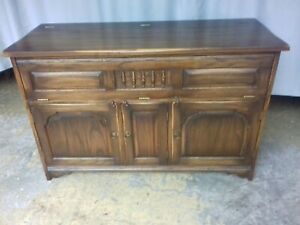 Vintage Solid Oak Hi Fi Sideboard / Cabinet Top Quality & In Excellent Condition