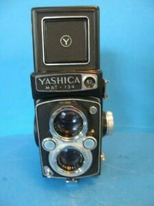 VINTAGE 1970's YASHICA MAT-124 FILM CAMERA WITH LEATHER CASE IN GREAT CONDITION