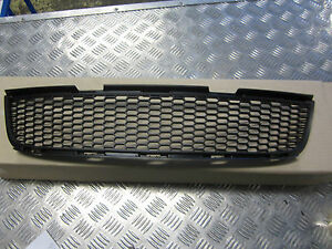 LOWER GRILLE HOLDEN COMMODORE VZ SS SV6 SSV SV8 FRONT LOWER GRILLE NEW GENUINE