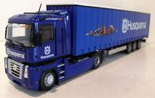 Camions miniatures bleu acier embouti