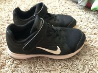 Nike Downshifter 8 Boys Black Running Casual Shoes Kids Youth Size 1.5Y VGUC