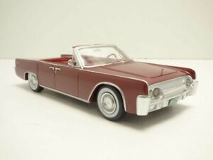 LINCOLN CONTINENTAL 53A cabriolet rouge 1961 1/43
