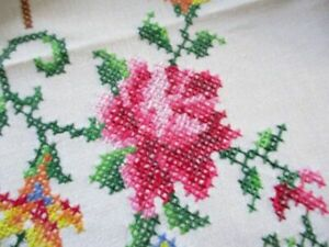"""PRETTY TABLECLOTH HAND EMBROIDERED/HAND CROCHET-WHITE COTTON-50""""/66"""""""