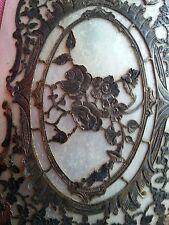 Belle couverture de missel en nacre ? à décor de roses