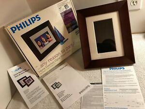 """New - Philips (SPF3407D/G7) 7"""" LCD 4:3 Digital Photo (Real Wood) Picture Frame"""