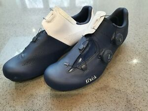 Fizik Aria R3 Carbon Road Shoe. Navy and White. Size 43