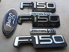 97-02 Ford F-150 XLT Triton V8 Logo F65B-16B114-CAW Emblem F85B-16B114-AA Decal