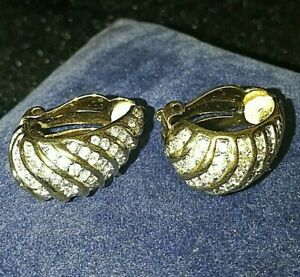 A PAIR OF CLIP ON EARRINGS 80s STYLE COSTUME JEWELLERY