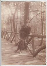 (F15014) Orig. Foto junger Mann Fröling lehnt an Holzgeländer 1928