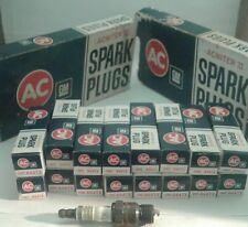 Lot of 16 New NOS AC GM Spark Plugs Acniter II R44TX  5613572  Green Ring Read..