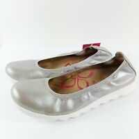 COMFORTIVA Women's Grace Elasticized Ballet Flats Leather Silver Size 8.5
