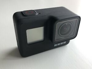GoPro Hero 7 Black in Excellent Condition w Additional Battery and Dive Buoy
