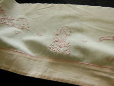bas petit drap ancien broderie enfant rose  application recup