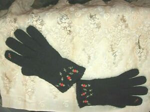 LOVELY VINTAGE WOMEN'S BLACK WOOL KNIT GLOVES EMBROIDERED RED ROSES