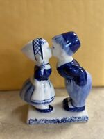 "VTG Delft Blue Girl & Boy Kissing Hand Painted 1984 Signed 3 1/2"" X 3"" DAIC *266"