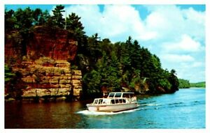 WISCONSIN Motor Launch Romance Cliff DELLS of the Wisconsin River Postcard A27f