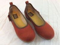 Asics Majo Aile Womens 22.5 Womens US Size 6 Burnt Orange Slip On Shoes EUC