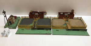 AMERICAN FLYER S SCALE STOCKYARD PARTS LOT MISSING ROOFS (BOX 11)