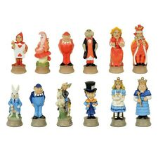 Schachfiguren Alice im Wunderland