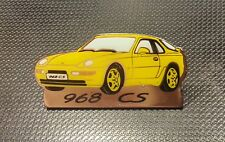 Porsche pin 968 CS amarillo con fuente vidriado 37x18mm