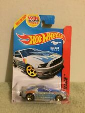 New 2013 Hot Wheels Race '13 Ford Mustang GT