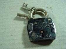 Altes Vorhängeschloss 30 20, Schloss mit zwei Schlüssel aus Metall