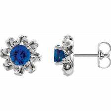 Zafiro Azul & 1/6 Ctw Diamante Halo-Style Pendientes En 14K Oro Blanco