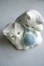 """Loomco White Kittens Playing with Real Blue Yarn Fabric 3"""" Tall 3"""" Bottom"""