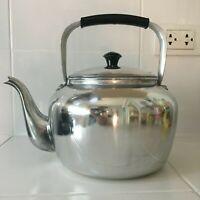 Kettle Tea coffee Pot Aluminum Vintage Handle Whistling Ware Kitchen home 2.2 Qt