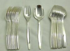 Christofle modèle Orly, 12 couverts de table, 24 pièces, Sabatini métal argenté.