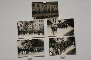 5 Stück Foto Ak Schweiz, Soldaten in Uniformen zu Pferd