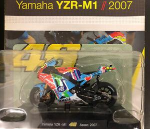 Modellino Moto  Valentino Rossi Yamaha M1 2007 Assen  1/18 +Scheda