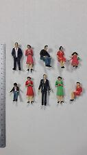 10 Stück Figuren zu Spur 1 stehend sitzend Kinder Modellbahn NEU bemalt 1:32