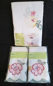 Embroidered Floral Cut-Outs Tablecloth SET 60 x 102 and 8 Napkins 20 x 20 NWT