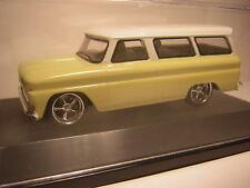 1/43  Chevrolet Suburban 1966   Grennlight     chevy C10 jaune