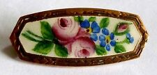A VICTORIAN GOLD TONE FLOWER BROOCH WITH CREAM, PINK, GREEN & BLUE ENAMEL