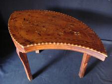 Petite table marquetée orientale en forme de boteh années milieu 20ème