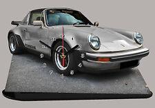 VEHICULE DE SPORT PORSCHE 911 TARGA-02 EN HORLOGE MINIATURE SUR SOCLE