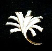 Vintage Crown Trifari White Enamel Metal Modernist Flower Gold Tone Brooch Pin