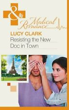 Resisting the New Doc In Town (Mills & Boon Medical),Lucy Clark