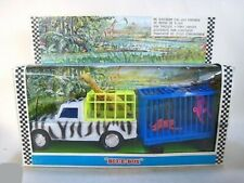 Blue-Box Zoo Set Land Rover 109 SII avec cages, girafe et singes Ref. 6057
