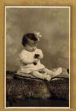 Carte Photo vintage card RPPC enfant bébé habits coiffure mode fashion ph0127