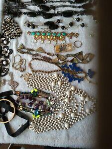 Job lot vintage costume jewellery.12 Necklaces. 3 Bracelets. 1 Keyring From OZ.