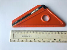 Pre-owned plastic triangle with retractable cutter