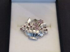 FLOWER BASKET BROOCH WITH PINK STONES.