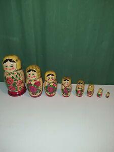 Russische Matroschka Babuschka Matrjoschka Russin rotes Tuch Set 8 Puppen (1)