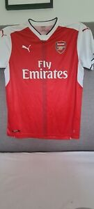 Arsenal Puma Home football shirt. Signed by Welbeck, Red. No 2 Jersey. Size L