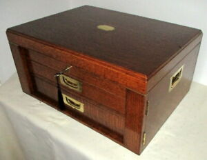 STUNNING VICTORIAN OAK & BRASS TABLE TOP COLLECTORS CABINET with key