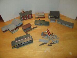 Lot of HO or N ?? Scale Model Train Buildings Houses & misc